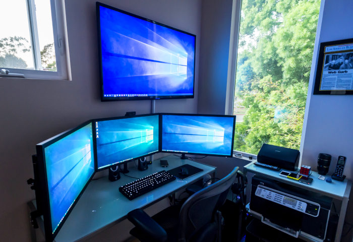 New 2019 Best Desks For Triple Monitors Computer