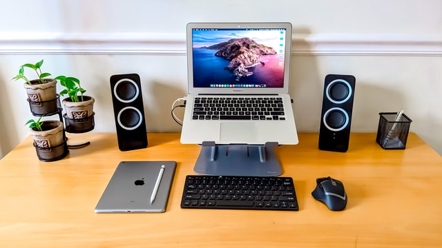 A computer desk that has the best computer speakers